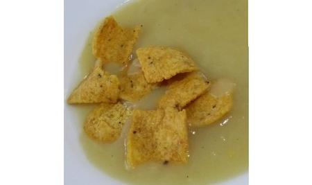 Deliziosa crema di asparagi e porri con chips di tortilla 1